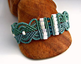 Two Tone Turquoise and Green Macrame Bracelet - Micro Macrame Leaves Bracelet - Turquoise Bracelet - Boho Bracelet - Macrame Jewelry