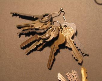 One Pound Large Lot Vintage Keys Key Rings Door Lock Car Cabinet Etc