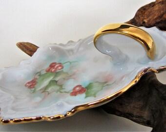 berry ivy Nappy dish bowl hand painted glass candy bon bon vintage Rare Gold handle scalloped crimped rim Bavarian porcelain artist Hughes