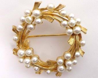 Signed ART Brooch Pin Circle Pearls Gold Tone 899