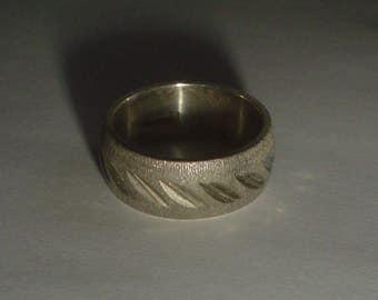 Sterling silver ring band textured bark effect engraved vintage size 5.5 UK L [WR2]
