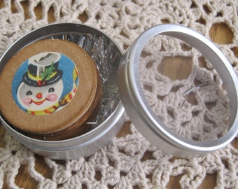 Set of 4 Sweet Vintage Style Round Wooden Magnets in a Tin for Christmas SNOWMAN