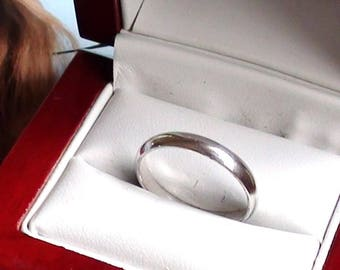 Ring size 9  Vintage  Smooth wedding band or Stacklable  Looks Silver tone 6mm in Excellent condition