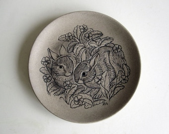 Poole Pottery bunny rabbit dish / Easter ornament display / ceramic plate