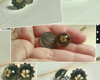 Pressed flower stud earrings