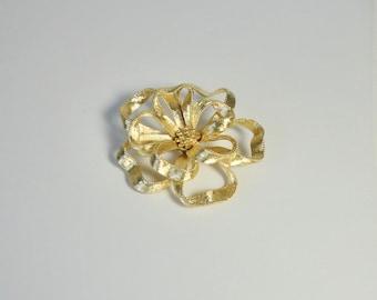 Vintage SA Samsan Gold tone metal Flower Brooch.