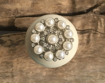 Pearl Drawer Knobs - Cabinet Knobs - Furniture Knobs in Cream with Crystals (CK21 T06)
