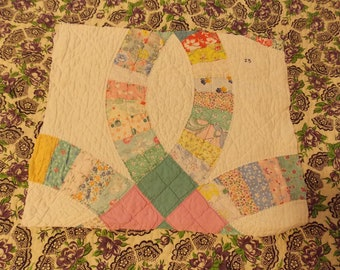 Vintage Cutter Quilt Piece~Large Wedding Ring Quilt Pattern~DIY Crafting