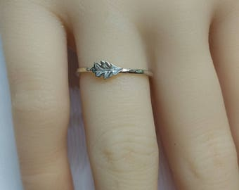 A delicate leaf ring .925 sterling silver ring, leaf ring, dainty leaf ring, minimalist leaf ring, delicate leaf ring,