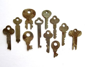12 vintage keys Key collection Wholesale keys Lot of keys Odd keys Old keys Unusual keys Diy flat skeleton keys Real Authentic keys #29