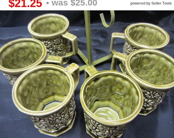 6 Piece Green Daisy Coffee Cup Set Along with Metal Stand, Vintage Daisy Coffee Mugs, Kitchen Coffee Mugs, Retro 1960's Green Mugs