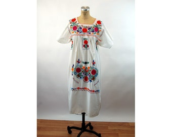 Mexican dress hand embroidered flowers floral traditional dress ethnic maternity 1980s Size M/L