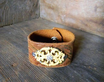 Leather Cuff Bracelet, Distressed Leather, Tooled Leather Bracelet, Vintage Asseblage Cuff, Womens Leather Cuff, Vintage Leather Belt Cuff