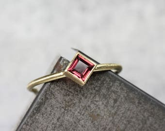 Delicate Kite Set Anthill Garnet 18K Yellow Gold Ring Rose Pink Wine Princess Cut Arizona Gemstone Modern Elegant Square Setting - Roseneck
