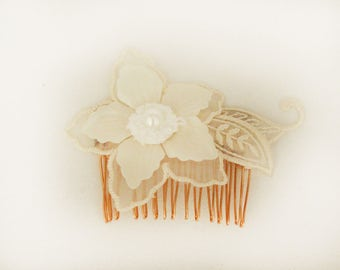 Flower Comb, bridal hair accessory, cream flower comb, bridal comb, wedding hair comb, flowers for hair