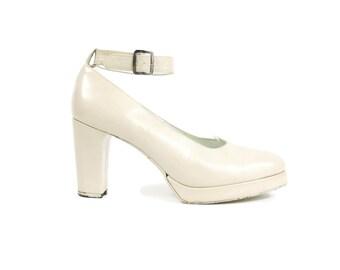 1970's Blush Pink Heels 70s Platform Heels Vintage Wedding Shoes Closed Toe Ankle Strap Heels Baby Light Pink Leather Pumps (Size 8.5)
