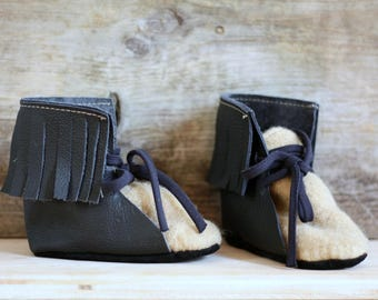 sale- sample, eco-friendly soft sole leather and wool booties,laced up, black leather, beige wool, fringe,mocassins style boots,12-24 months