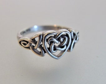 Pretty Vintage Sterling Silver Celtic Knot Heart Ring