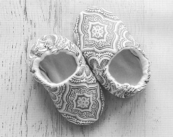 Gray baby girl shoes - baby booties - crib shoes - toddler girl shoes - baby slippers - baby moccs