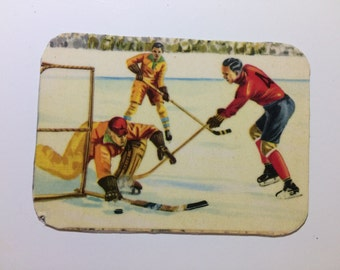 Magnet with upcycled scrap illustrations, Hockey!