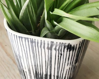 medium porcelain planter screen printed vertical lines black.