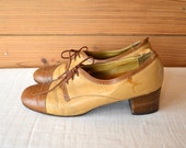 1940s chic oxford pumps / tan and brown leather lace up heels