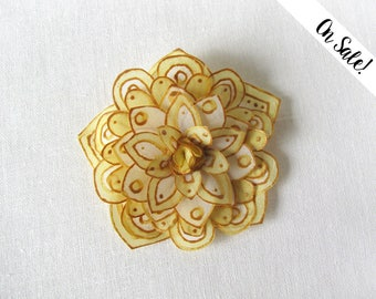 Ivory and gold silk flower hair pin - hand painted silk flower hair snap pin - ***Item on sale*** Previous price : 17 EUR