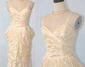 SALE Vintage 1920s Lace Dress Style / 1980s Ivory Lace Wiggle Dress / Size 9 USA / Side Bustles / DOWNTON Abbey / Excellent Condition