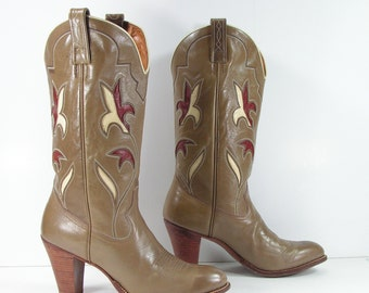 vintage cowboy boots women's 7.5 M B tan flower inlays dan post leather cowgirl 1970's