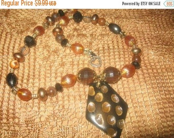25% Off Sale CHARMING VINTAGE BEAD Necklace/ 20 Inches