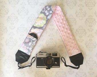 DSLR Minky Camera Strap, Padded with Lens Cap Pocket, Nikon, Canon, DSLR Photography, Photographer Gift - Pastel Paisley & Baby Pink