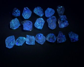 Glow Quartz Crystals. Strong Blue fluorescence.  UV Light Hydrocarbon Petrol Inclusions Double-Terminated. 1 pc. 8-10 mm (QTZ594)