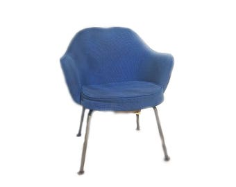 Vintage Knoll Executive Chair Designed by Eero Saarinen ... Original Blue Alexander Girard Fabric, MCM Lounge Chair