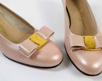 Vintage Ferragamo Shoes Size 6 B Pearl Pink Leather Bow Shoe with 1 Inch Heel Pump