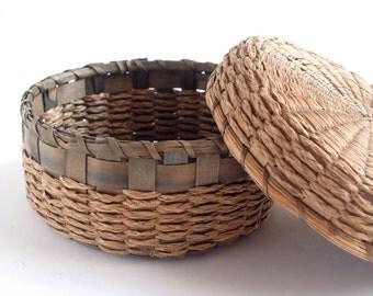 Vintage ash splint sweetgrass Native American sewing basket, c. 1920 Algonquin Maine Northeast Indian, lidded flat basket, covered round