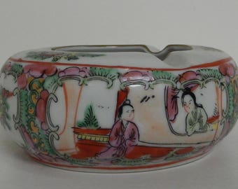Vintage, Asian, Ashtray, Floral, Figures, Green, Pinks, Yellow, Rust, White, Made in Macau