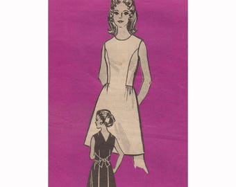 """Sewing Pattern UNCUT for Dress with Slimming Tie Back and Princess Seams Vintage 70s Size 14 Bust 36"""" (91 cm) Marian Martin Mail Order 9084"""
