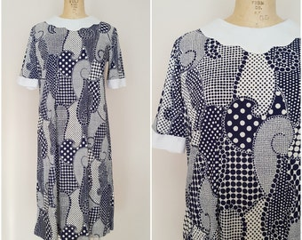 Vintage 1960s Mod Dress / Sack Dress / Shift Dress / Blue and White Polka Dot Swirls / Rayon Dress / Medium Large