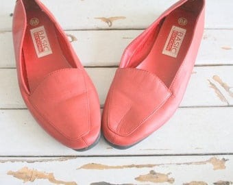 1980s RED LEATHER Flats....size 6.5 women....shoes. pumps. flats.  cherry red.  red flats. 80s glam. closed toed. retro. mod. valentine.
