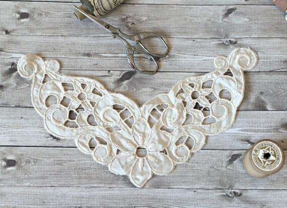 Vendimia francesa  aplicación floral blanco por TheGreenMoonVintage