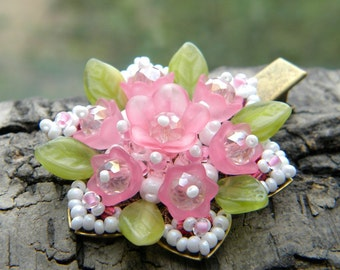 Flower hair clip. Beaded hair accessories. OOAK Hair jewelry with flowers. Pink, rose, white beads, green leaves. Cute, unusual gift!