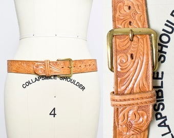 Vintage 1950s Belt - Tooled Light Brown Leather Western 1960s - Small -Large