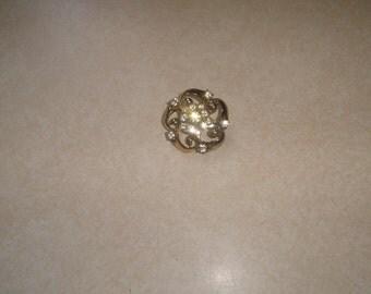 vintage pin brooch goldtone rhinestones