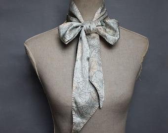 Silk skinny scarf/ white teal womens hand stitched neck tie/ Organic cotton batiste/ recycled vintage Kimono Silk. Écharpe en Soie/Coton Bio