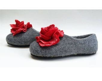 Handmade wool felted slippers with rubber soles- house shoes-roses-red-red flowers roses
