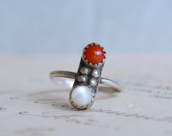 Vintage Coral and Shell Ring - Size 5