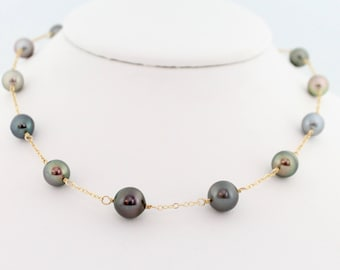 Tahitian pearl necklace, tin cup, saltwater, round black pearls, multicolour, handcrafted, gold: Simply Adorned