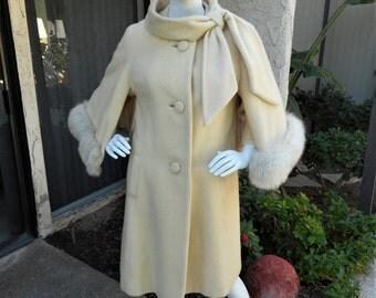 Vintage 1960's Tisse a Paris for Lilli Ann Ivory Colored Wool Coat with Fox Fur Trim - Size 10/12