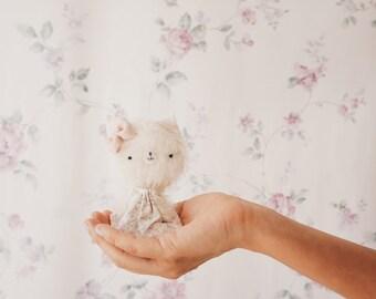 Blanquita little kitten plush - made to order - kitty, teddy bear, miniature bear, mohair bear, artist bear, decoration, collect