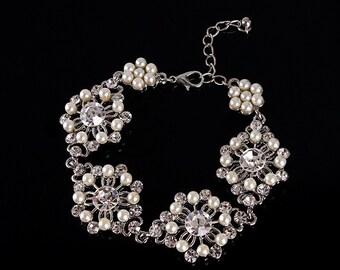 Bridal bracelet, Wedding bracelet, Wedding jewelry, bridal jewelry, Pearl bracelet, bridesmaid bracelet, crystal bracelet fashion jewelry